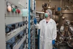 Η γραμμή παραγωγής υψηλής τεχνολογίας για την παραγωγή της ηλεκτρονικής ακρίβειας Στοκ φωτογραφία με δικαίωμα ελεύθερης χρήσης