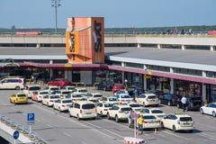 Η γραμμή ταξί σε Otto Lilienthal Terminal στον αερολιμένα του Βερολίνου Tegel Στοκ εικόνα με δικαίωμα ελεύθερης χρήσης