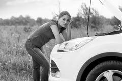 Η γραπτή εικόνα που αποκτάται με το αυτοκίνητο στο δρόμο επαρχίας Στοκ φωτογραφίες με δικαίωμα ελεύθερης χρήσης