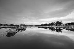 Η γραπτή εικόνα λυκόφατος λιμνών Longzhouchi, κωμόπολη jimei, η πόλη, Κίνα Στοκ φωτογραφίες με δικαίωμα ελεύθερης χρήσης
