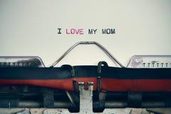 Η γραφομηχανή και το κείμενο Ι αγαπούν το mom μου Στοκ φωτογραφία με δικαίωμα ελεύθερης χρήσης