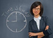 Η γυναίκα λέει τη χρονική μελέτη στοκ εικόνα