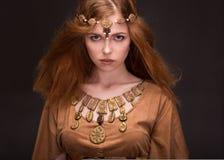 Η γυναίκα έντυσε ως Αμαζώνες Στοκ Εικόνες