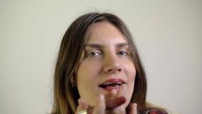 Η γυναίκα αποτελεί απόθεμα βίντεο