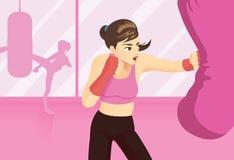 Η γυναίκα δοκίμασε έναν εγκιβωτισμό workout με punching τη βαριά τσάντα ελεύθερη απεικόνιση δικαιώματος