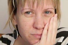 Η γυναίκα είναι σοβαρά Στοκ εικόνα με δικαίωμα ελεύθερης χρήσης