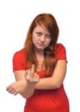 Η γυναίκα εμφανίζει μέσο δάχτυλο Στοκ Εικόνα