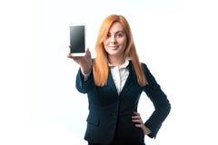 Η γυναίκα καταδεικνύει ένα τηλέφωνο Στοκ Εικόνες