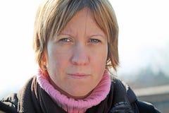 Η γυναίκα κοιτάζει Στοκ εικόνα με δικαίωμα ελεύθερης χρήσης