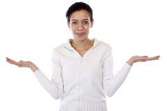Η γυναίκα κρατά και τα δύο χέρια για την παρουσίαση στοκ φωτογραφία με δικαίωμα ελεύθερης χρήσης