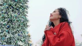Η γυναίκα κρατά παραδίδει την ελπίδα απόθεμα βίντεο