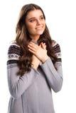 Η γυναίκα κρατά τα χέρια στο στήθος Στοκ φωτογραφίες με δικαίωμα ελεύθερης χρήσης