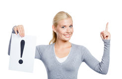 Η γυναίκα κρατά το έγγραφο με το σημάδι θαυμαστικών Στοκ φωτογραφίες με δικαίωμα ελεύθερης χρήσης