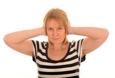 Η γυναίκα με παραδίδει τα αυτιά της στοκ φωτογραφία