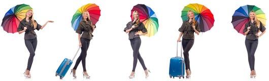 Η γυναίκα με τη βαλίτσα και ομπρέλα που απομονώνεται στο λευκό στοκ εικόνες με δικαίωμα ελεύθερης χρήσης