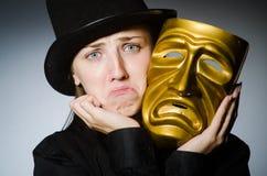Η γυναίκα με τη μάσκα στην αστεία έννοια στοκ φωτογραφία