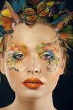 Η γυναίκα με το καλοκαίρι δημιουργικό αποτελεί όπως τη νεράιδα Στοκ Φωτογραφία