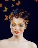 Η γυναίκα με το καλοκαίρι δημιουργικό αποτελεί όπως τη νεράιδα Στοκ φωτογραφίες με δικαίωμα ελεύθερης χρήσης