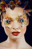 Η γυναίκα με το καλοκαίρι δημιουργικό αποτελεί όπως τη νεράιδα Στοκ Φωτογραφίες