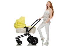 Η γυναίκα με το μωρό και καροτσάκι που απομονώνεται στο λευκό Στοκ Εικόνες