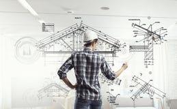 Η γυναίκα μηχανικών σύρει το σχεδιάγραμμα Στοκ Εικόνα