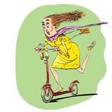 Η γυναίκα οδηγά μακριά σε ένα μηχανικό δίκυκλο Στοκ Φωτογραφίες