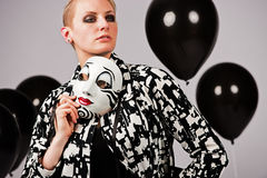 Η γυναίκα πίσω από τη μάσκα Στοκ εικόνες με δικαίωμα ελεύθερης χρήσης