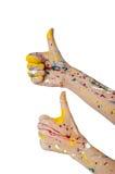 Η γυναίκα παραδίδει το χρώμα με τους αντίχειρες επάνω Στοκ Φωτογραφία