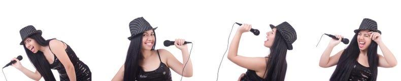 Η γυναίκα που τραγουδά στη λέσχη καραόκε σε διάφορο θέτει στο λευκό Στοκ εικόνα με δικαίωμα ελεύθερης χρήσης