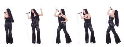 Η γυναίκα που τραγουδά στη λέσχη καραόκε σε διάφορο θέτει στο λευκό Στοκ φωτογραφία με δικαίωμα ελεύθερης χρήσης