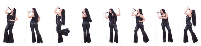 Η γυναίκα που τραγουδά στη λέσχη καραόκε σε διάφορο θέτει στο λευκό Στοκ Φωτογραφίες