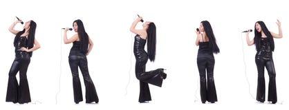 Η γυναίκα που τραγουδά στη λέσχη καραόκε σε διάφορο θέτει στο λευκό Στοκ Εικόνες