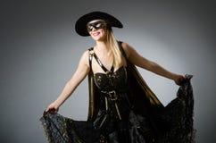 Η γυναίκα στο κοστούμι πειρατών Στοκ φωτογραφία με δικαίωμα ελεύθερης χρήσης