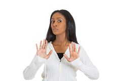 Η γυναίκα Displeased που αυξάνει τα χέρια δεν λέει μέχρι κανένα δικαίωμα στάσεων εκεί Στοκ Φωτογραφία