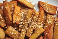 Γεύμα Vegan με τα seitan ραβδιά ως υποκατάστατο του κρέατος Στοκ Φωτογραφία