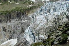Η γλώσσα του παγετώνα κατεβαίνει στην αλπική κοιλάδα Στοκ φωτογραφία με δικαίωμα ελεύθερης χρήσης