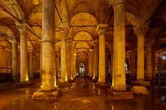 Η δεξαμενή βασιλικών - το υπόγειο υδραγωγείο χτίζει από τον αυτοκράτορα Justinianus στο 6ο αιώνα, Ιστανμπούλ, Τουρκία στοκ εικόνα