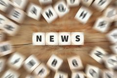 Η δημοσιογραφία πληροφοριών εφημερίδων ειδήσεων χωρίζει σε τετράγωνα την επιχειρησιακή έννοια Στοκ εικόνα με δικαίωμα ελεύθερης χρήσης