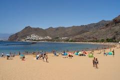 Η διάσημη άσπρη παραλία Playa de Las Teresitas άμμου στοκ φωτογραφία