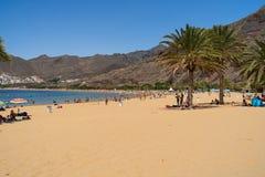Η διάσημη άσπρη παραλία Playa de Las Teresitas άμμου στοκ φωτογραφία με δικαίωμα ελεύθερης χρήσης
