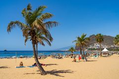 Η διάσημη άσπρη παραλία Playa de Las Teresitas άμμου στοκ εικόνες