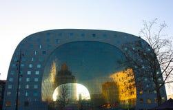 Η διάσημη αγορά στην καρδιά της μεγάλης πόλης του Ρότερνταμ, μια ολλανδική μητρόπολη στοκ εικόνες