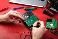 Η διαδικασία έναν σκληρό δίσκο Στοκ εικόνα με δικαίωμα ελεύθερης χρήσης