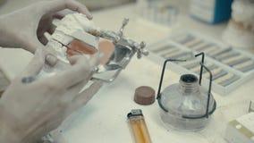 Η διαδικασία μια κορώνα και χυτός φιλμ μικρού μήκους