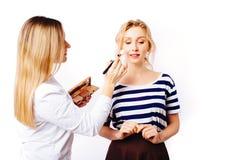 Η διαδικασία makeup στοκ φωτογραφίες με δικαίωμα ελεύθερης χρήσης