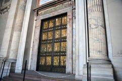 Η διασημότερη ιερή πόρτα στη βασιλική του ST Peter στη πόλη του Βατικανού στοκ εικόνες