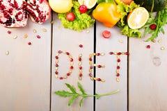 Η διατροφή λέξης γίνεται από το fruite και τα λαχανικά Υγιή vegan ακατέργαστα τρόφιμα διατροφής στοκ εικόνα με δικαίωμα ελεύθερης χρήσης