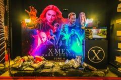 Η διαφήμιση της διακόσμησης για τον κινηματογράφο κάλεσε τα Χ-άτομα το σκοτεινούς Phoenix και επιδείξεις στον κινηματογράφο στοκ εικόνες