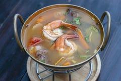 Η διοσκορέα του Tom kung ή ο Tom yum, διοσκορέα του Tom είναι μια πικάντικη σαφής σούπα χαρακτηριστική στην Ταϊλάνδη Δημοφιλή τρό στοκ εικόνες