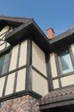 Η δομή γωνιών του σπιτιού Σύσταση - τεχνητή διακοσμητική πέτρα façade γκρίζα σύσταση υποβάθρου τοίχων πετρών χρώματος τραχιά Στοκ Φωτογραφία